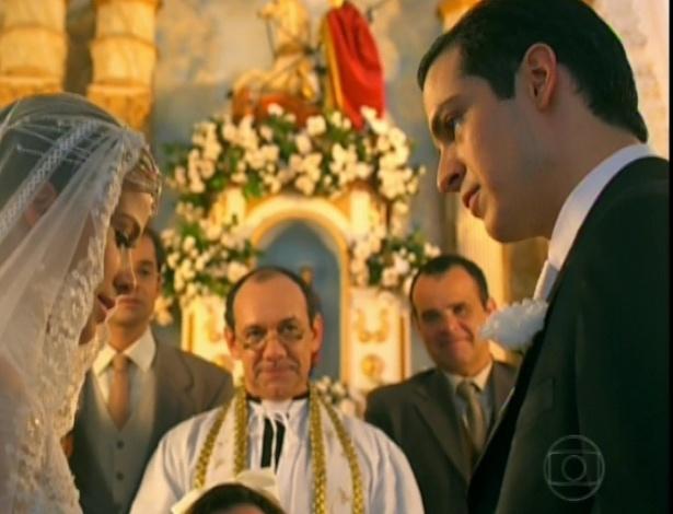 """Gerusa se casa com Mundinho Falcão na igreja no último capítulo de """"Gabriela"""" (26/10/12)"""