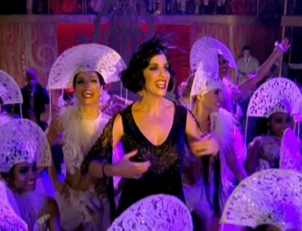 Maria Machadão canta na reinauguração do Bataclã