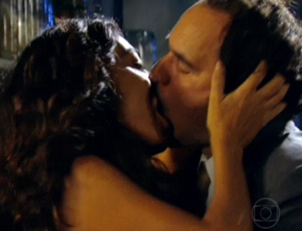 """Decidido a ser feliz, Nacib se declara e faz amor com Gabriela no último capítulo de """"Gabriela"""" (26/10/12)"""