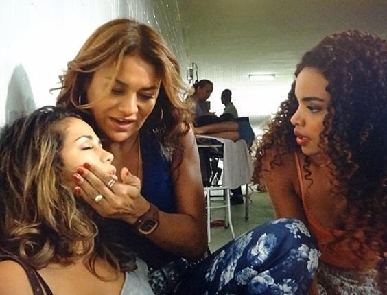 """Em """"Salve Jorge"""", Morena passa mal e fica sem atendimento em posto de saúde (27/10/2012)"""