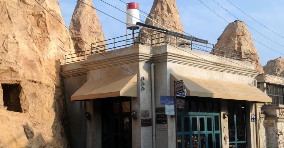 A parte turística tem como ponto de partida a cidade de Göreme e suas inúmeras lojas de turismo que alugam quadriciclos e vendem passeios de balão (26/10/2012)