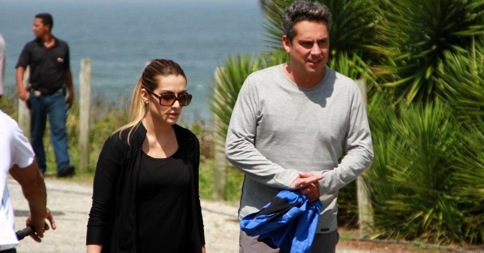 Durante as gravações, Cléo Pires e Alexandre Nero precisaram correr na orla da praia. A dupla viverá um romance na nova novela das 21 horas na TV Globo (29/10/12)