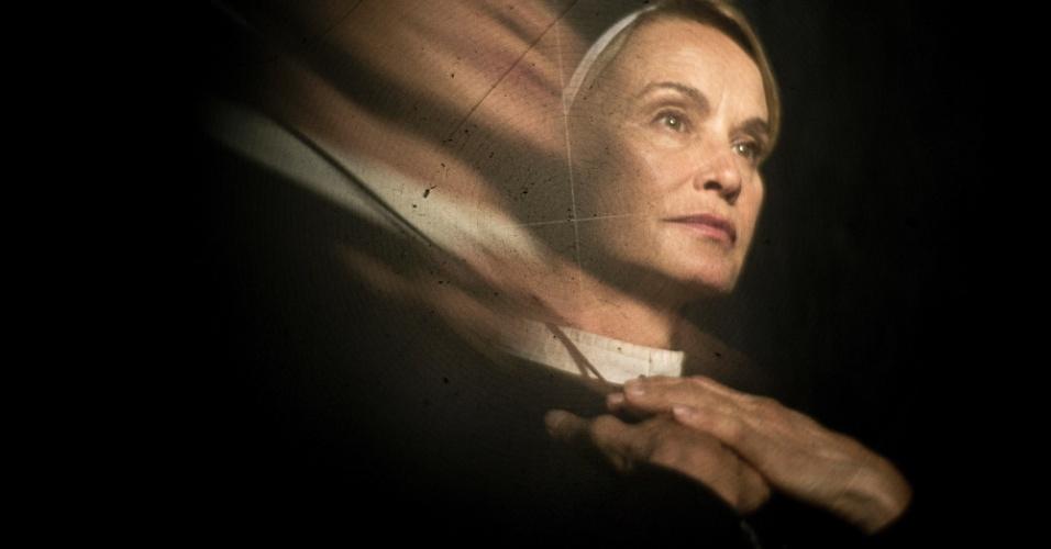 Jessica Lange interpreta a irmã Jude, freira e coordenadora do hospício