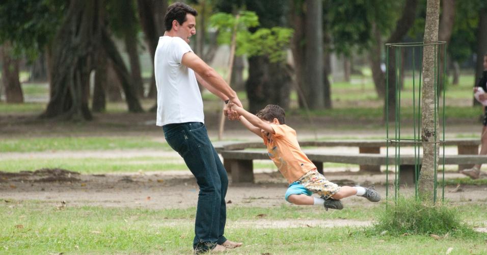 """Théo quer assumir a paternidade do filho de Morena em """"Salve Jorge"""" (19/10/12)"""
