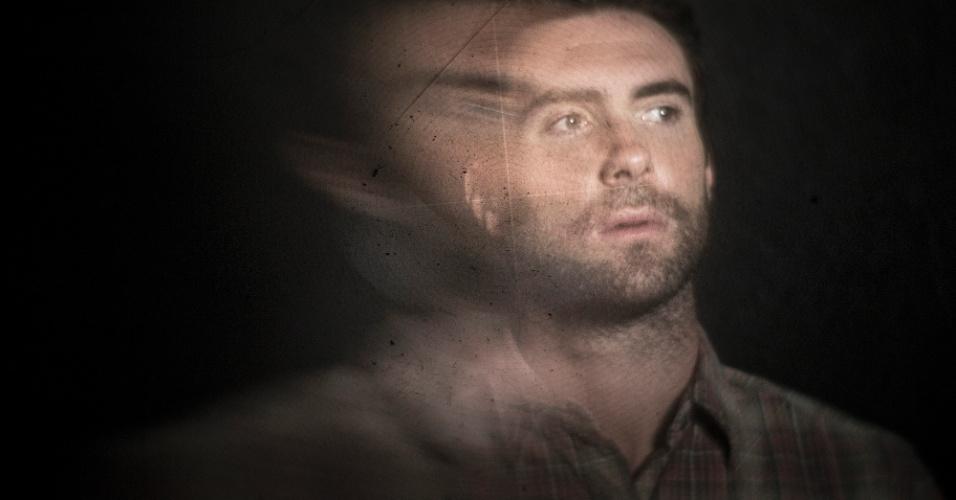 Vocalista do Maroon 5, Adam Levine interpreta um jovem que entra no asilo assombrado com a namorada sem saber o que lhe espera