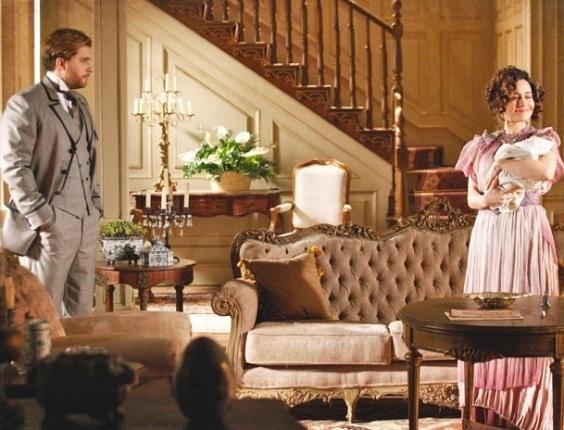 """Em """"Lado a Lado"""", Edgar instala Catarina em casa alugada e ex promete infernizar a vida de Laura (1/11/2012)"""