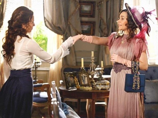 """Em """"Lado a Lado"""", depois de perder um bebê, Laura encontra Edgar com Catarina e Melissa no colo (1/11/12)"""