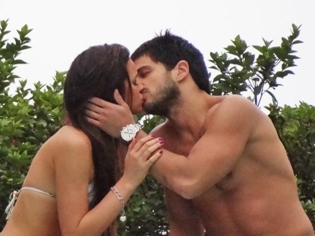 """Em """"Salve Jorge"""", Lurdinha e Caíque se beijam (1/11/12)"""