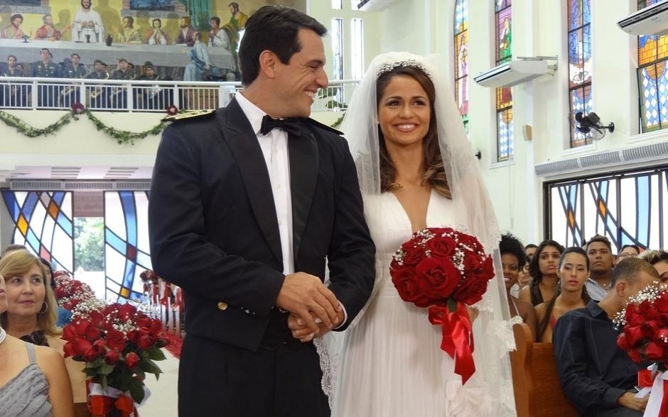 """Morena imagina um vestido de noiva sensual para casar com Théo, em """"Salve Jorge"""""""