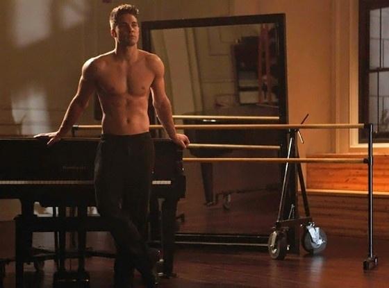 """Atores de """"Glee"""" fazem número """"Grease - Nos tempos da brilhantina"""" na série (2/11/12)"""