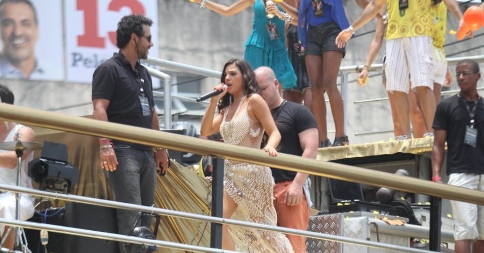 """Isis Valverde é uma cantora de axé em """"O Canto da Sereia"""". A personagem será assassinada em pleno Carnaval de Salvador. A suspeita cairá por todos os que conviviam com a artista, como familiares, amigos e profissionais de trabalho (4/11/2012)"""