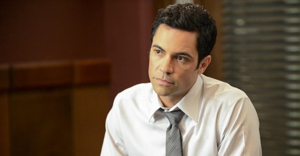 """Além de uma crise no departamento de crimes sexuais, o detetive Nick Amaro (Danny Pino) enfrentará problemas em seu casamento durante a 14ª temporada de """"Law & Order: SVU"""", que estreia nesta terça (6), às 21h, no Universal Channel"""