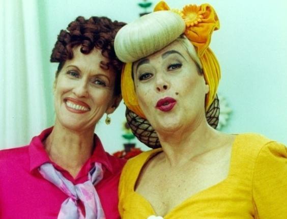 """Da esquerda para a direita, Betina Viany e Marilu Bueno durante gravação da série infantil """"Caça Talentos"""" (1996)"""