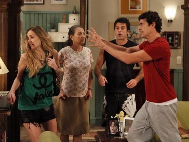 """Em """"Guerra dos Sexos"""", Analú vai atrás de Nando e provoca uma confusão na casa do motorista (5/11/12)"""