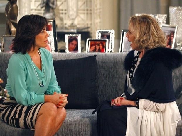 """Em """"Guerra dos Sexos"""", Roberta conta para Charlô que está apaixonada por Nando (5/11/12)"""