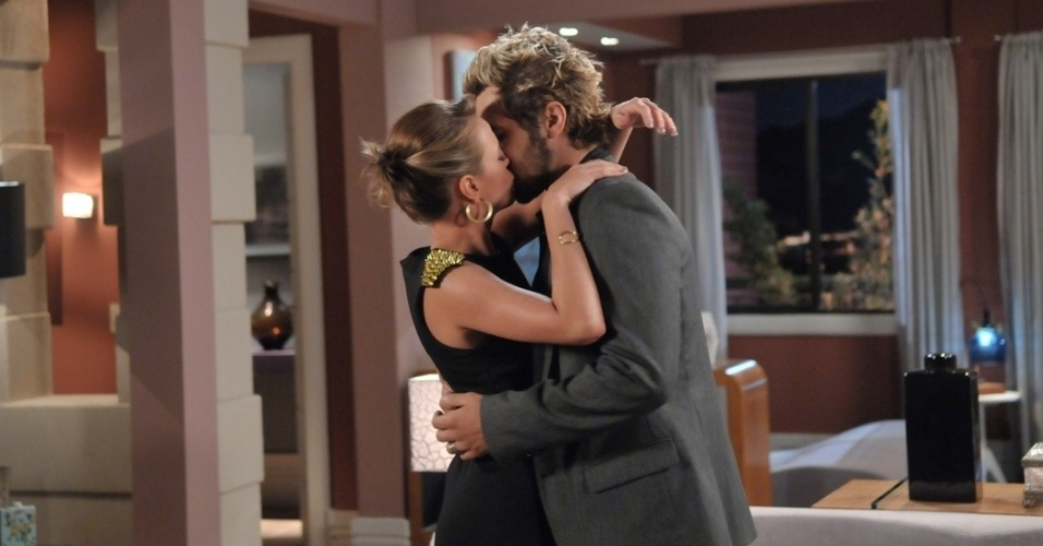 """Em """"Balacobaco"""", Isabel e Norberto se beijam"""
