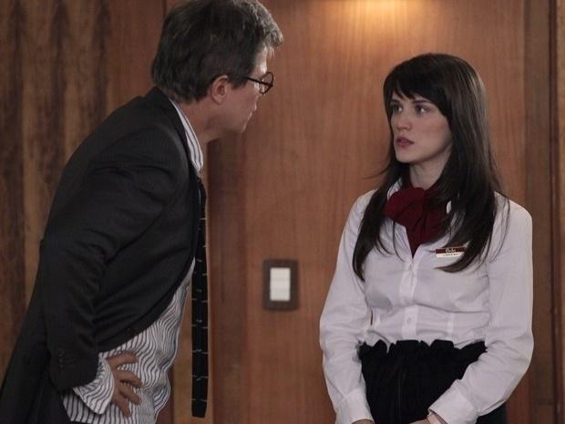 """Em """"Guerra dos Sexos"""", Carolina se faz de santa para Felipe e nega chantagem (6/11/12)"""