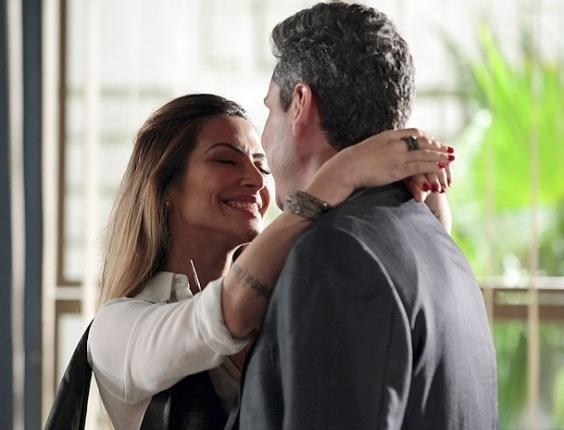 """Em """"Salve Jorge"""",  Bianca aceita convite e o casal vai viajar juntinho para a Turquia"""