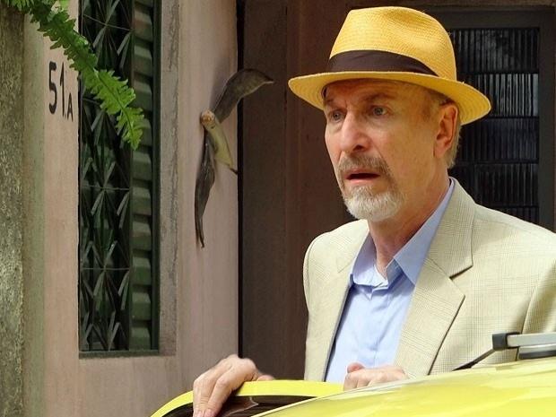 """Em """"Salve Jorge"""", Thompson descobre que é dono da casa de Morena e pensa em vender o imóvel (6/11/12)"""