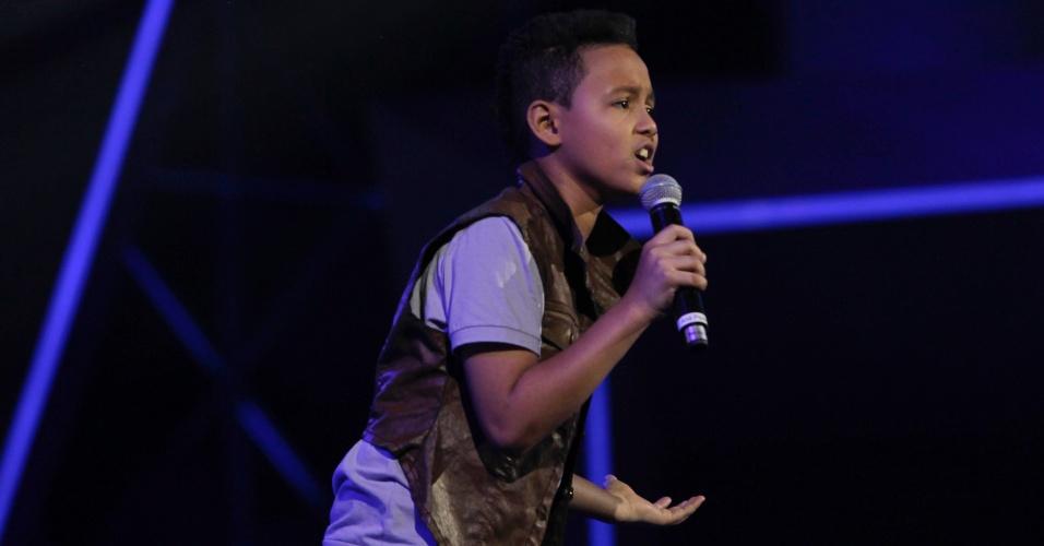 """O candidato Luan Dias, de 11 anos, se apresenta no palco do """"Ídolos Kids"""". O programa com a apresentação dele vai ao ar no próximo dia 14 de novembro (29/10/12)"""