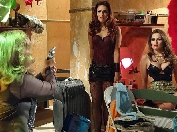 """Em """"Salve Jorge"""", com medo de ser desmascarada, Irina ameaça matar as jovens traficadas (7/11/12)"""