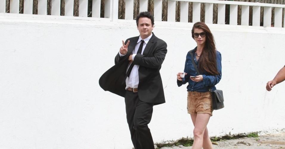 """Danton Mello e Alinne Moraes gravam cenas da minissérie """"Como Aproveitar o Fim do Mundo"""" na praia da Tijuca (8/11/12)"""