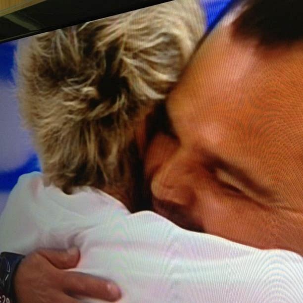 Luciano divulga imagem abraçando Ana Maria Braga (9/11/2012)
