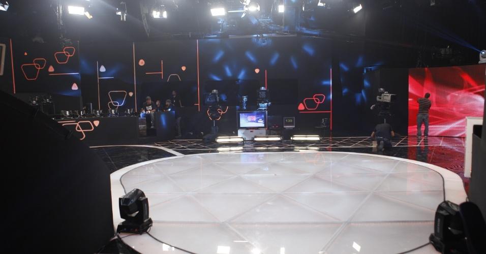 """Cenário do """"Teleton"""" 2012, campanha promovida pelo SBT em prol da AACD, nos estúdios da emissora paulista em Osasco. A maratona televisiva começa às 22h30 da sexta (10) e segue até o início da madrugada do domingo (11) com atrações musicais e participação de famosos"""