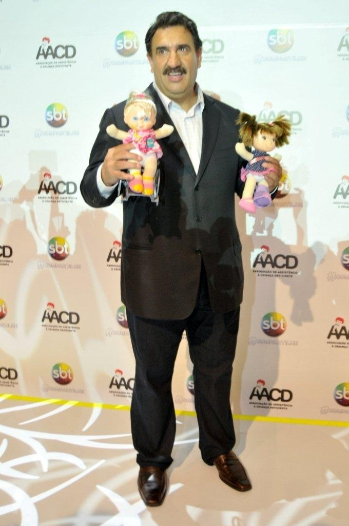 O apresentador Ratinho participa do Teleton 2012 e pede doações para AACD (Associação de Assistência à Criança Deficiente) (10/11/12)