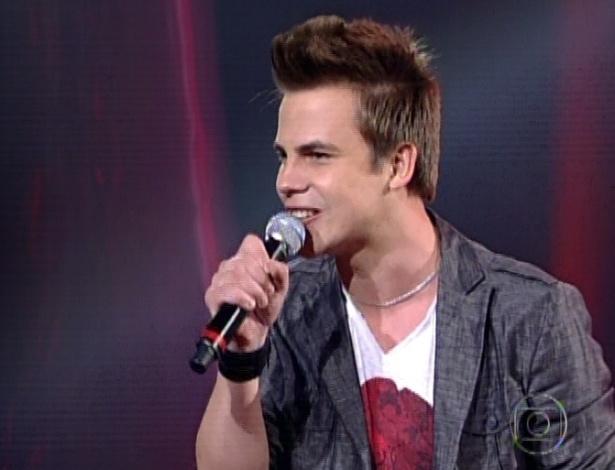 """Danilo Dyba, que canta """"Cor de Ouro"""", de Gusttavo Lima, nas semifinais do """"The Voice Brasil"""" (11/11/12)"""