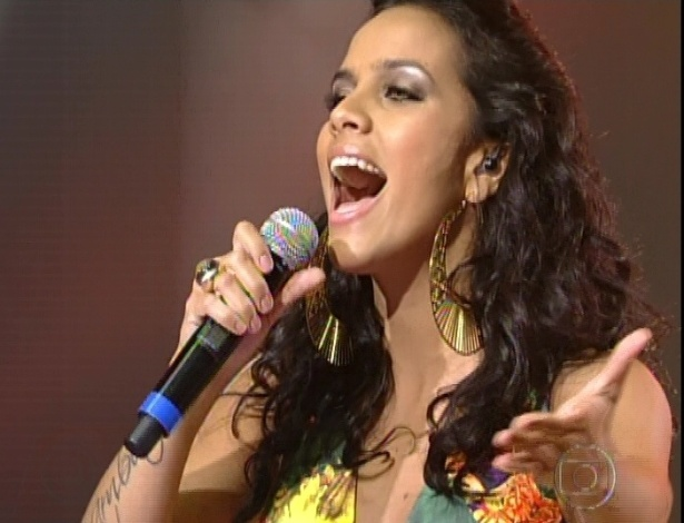 "Ju Moraes canta ""Sá Marina"", nas semifinais do ""The Voice Brasil"" (11/11/12)"