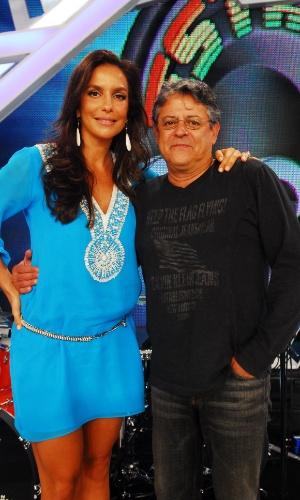 """A cantora Ivete Sangalo e o ator e diretor Marcos Paulo durante o programa """"Estação Globo"""" (2008)"""