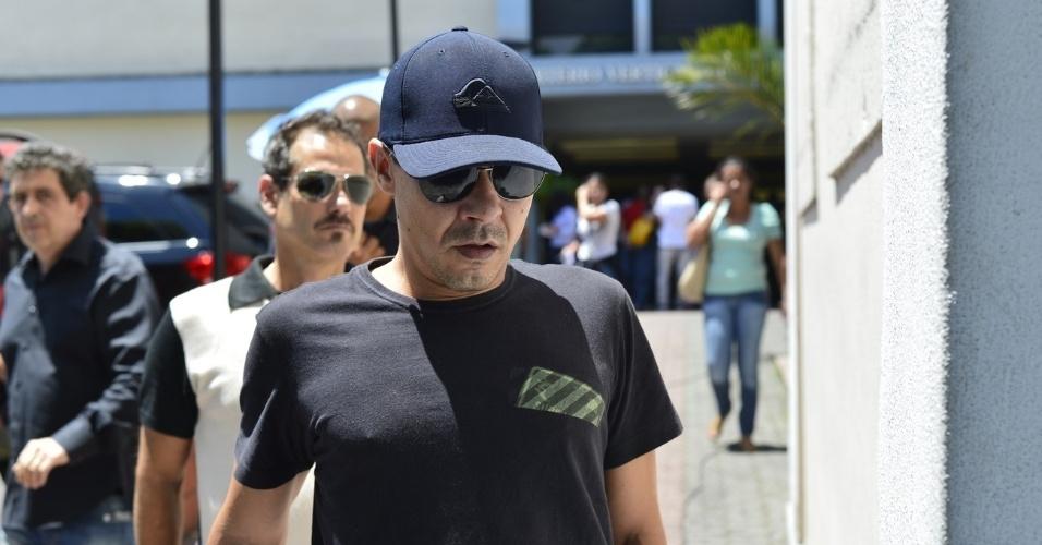 André Gonçalves deixa o velório de Marcos Paulo, no Memorial do Carmo, no Rio de Janeiro (12/11/12)