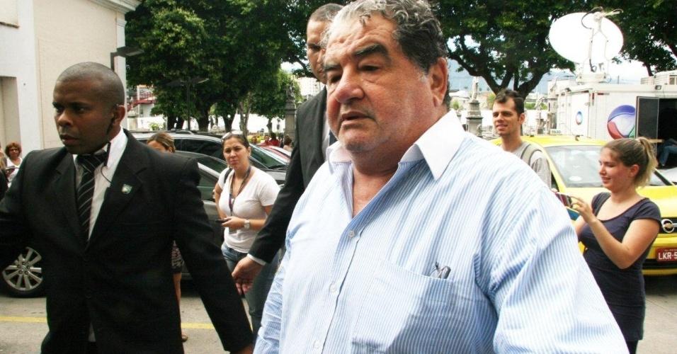 Ator Otávio Augusto comparece à cerimônia de velório de Marcos Paulo, no Memorial do Carmo, no Rio de Janeiro (12/11/12)