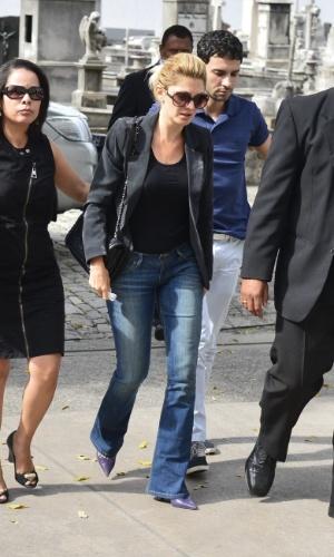 De óculos escuros, Antonia Fontenelle chega ao velório do marido, Marcos Paulo (12/11/12)