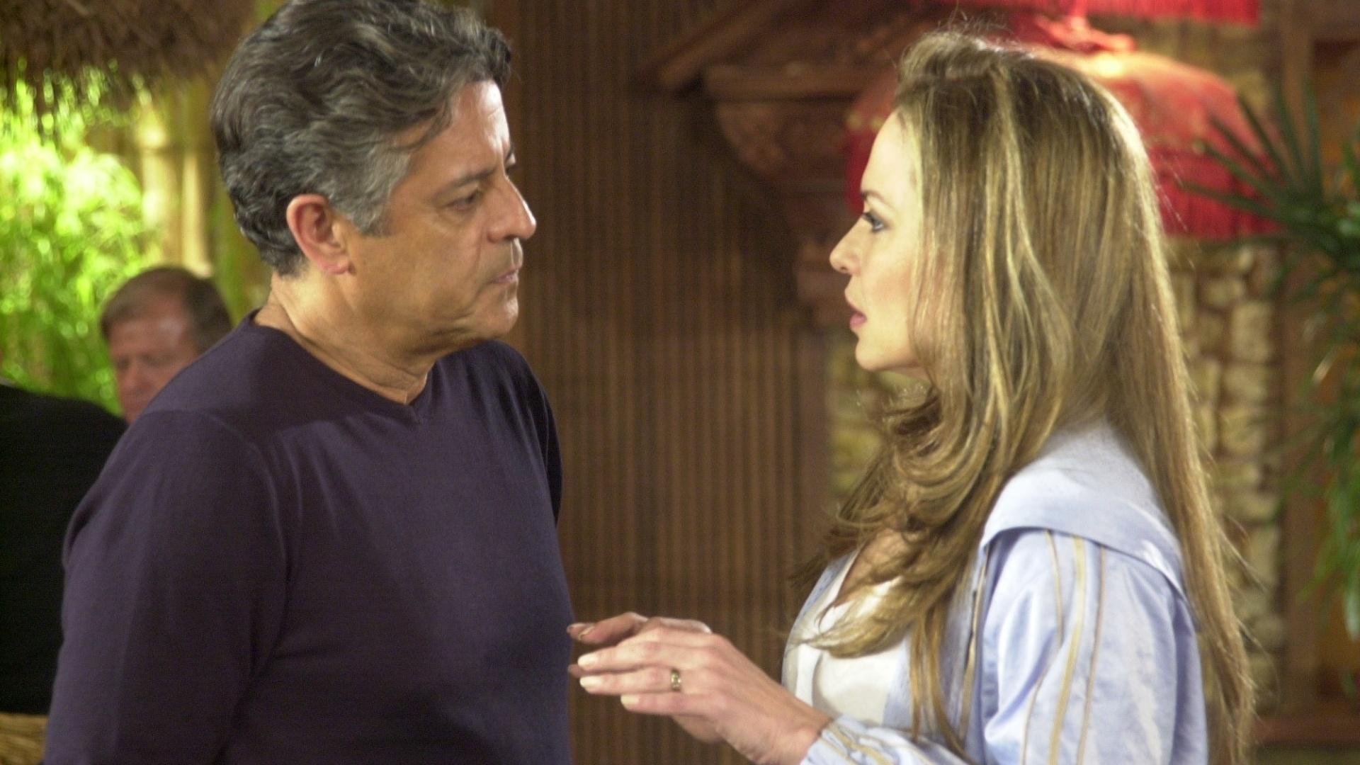 Luiza Tomé contracena com Marcos Paulo em