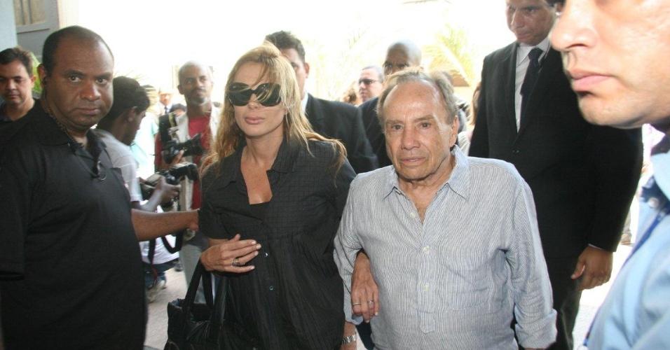 """O ator Stênio Gracia, que trabalhou com Marcos Paulo desde a época da emissora Excelsior, afirmou, ao chegar ao velório, que a morte do amigo foi muito """"inesperada"""" e que irá fazer uma homenagem a ele (12/11/12)"""