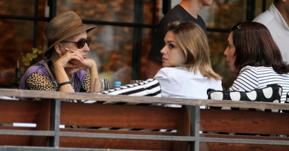 Betty Lago almoça com as atrizes Thaís Fersoza e Amandha Lee na zona sul do Rio de Janeiro (14/8/2012)
