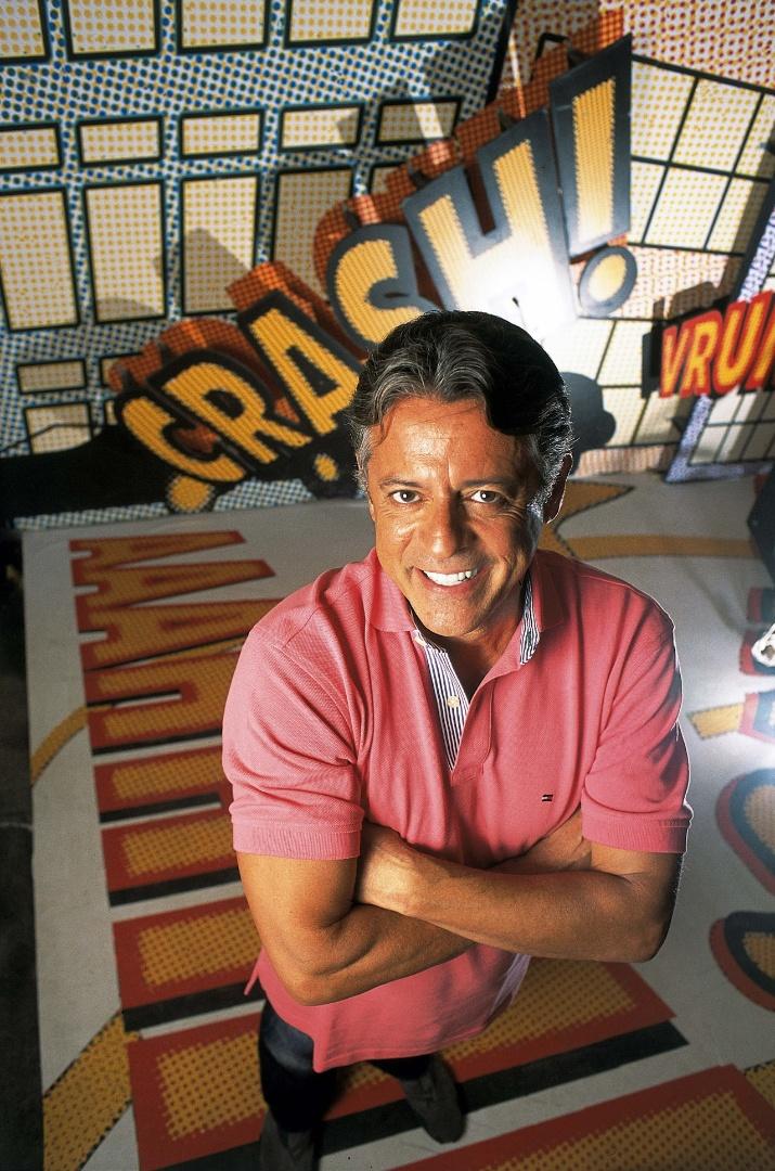 O ator e diretor Marcos Paulo em sessão de fotos na Rede Globo (2004)