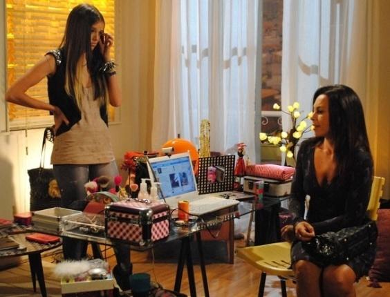 """Em """"Malhação"""", mãe de Dinho pede a ajuda de Ju para separar o filho de Lia"""