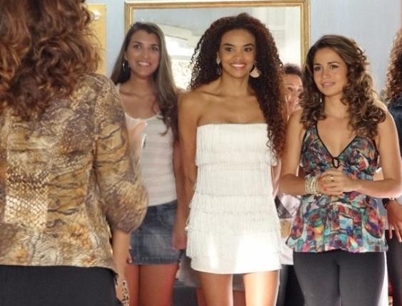 """Em """"Salve Jorge"""", Sheila e Morena passam na primeira fase do teste de dança (15/11/2012)"""