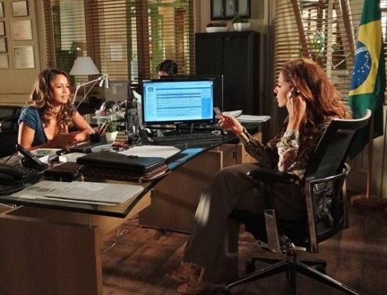 """Em """"Salve Jorge"""", Morena conversa com Helô sobre novo trabalho e é tranquilizada pela delegada (16/11/2012)"""