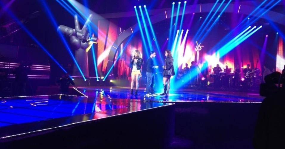 """Ivete Sangalo e Claudia Leitte ensaiam juntas para cantar nas semifinais de """"The Voice Brasil"""" (18/11/2012)"""