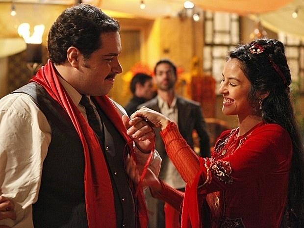 """Em """"Salve Jorge"""", Demir enfrenta as tradições e consegue se casar com Tamar (19/11/12)"""