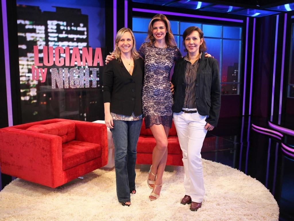 A superintendente artística Mônica Pimentel, a apresentadora Luciana Gimenez e a diretora Claudia Bexiga durante apresentação de