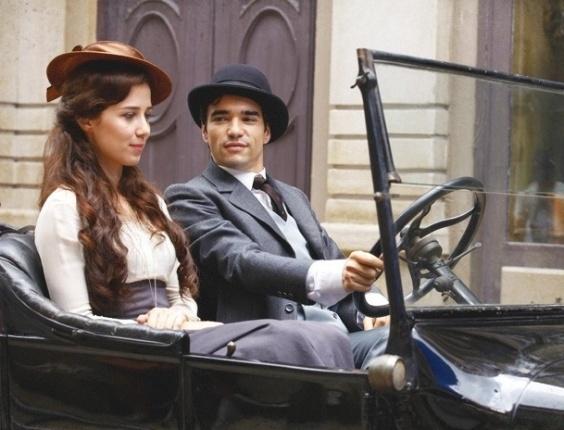 """Em """"Lado a Lado"""", Fernando leva Laura para um lugar deserto e tenta agarrar a ex-cunhada"""
