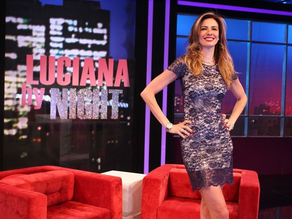 Luciana Gimenez apresenta o programa