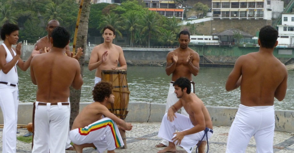 """O ator Rodrigo Simas grava cena de """"Malhação"""" jogando capoeira (21/11/12)"""