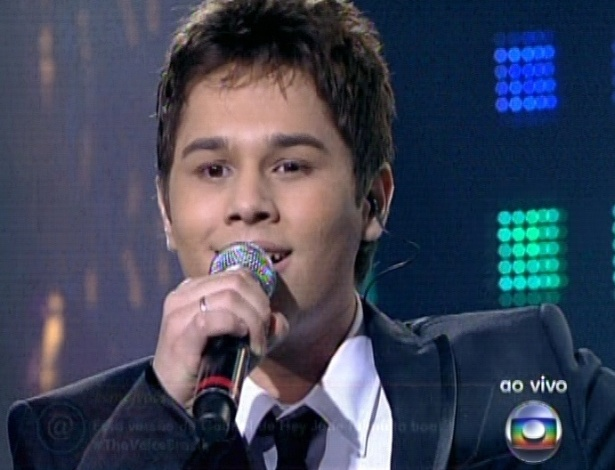 "Gabriel Levan canta ""Hey Jude"", dos Beatles, na quarta semifinal do ""The Voice Brasil"" (25/11/12)"
