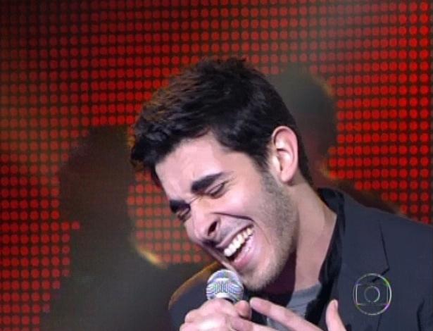 "Gustavo Fagundes canta  ""Sair Só"", de Lenine, na quarta semifinal do ""The Voice Brasil"" (25/11/12)"